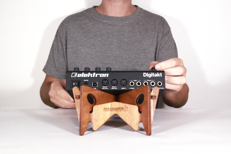 image: KOLIBRI synth, laptop and tablet stand
